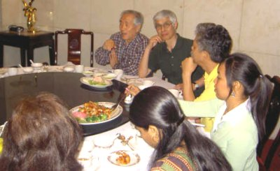 Participants continued discussions informally over dinner.