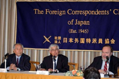 Kato Hiroshi (center), Executive Director of LFNKR, addresses journalists at the Foreign Correspondents' Club in Tokyo on April 12, discussing the 3 North Korean orphans being held by Laos authorities.