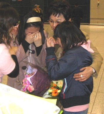 Daughters Suji and Son-hee weep with joy