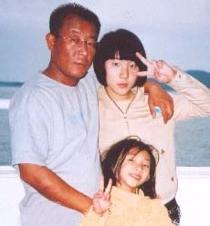Choi Yong-hun with his two daughters