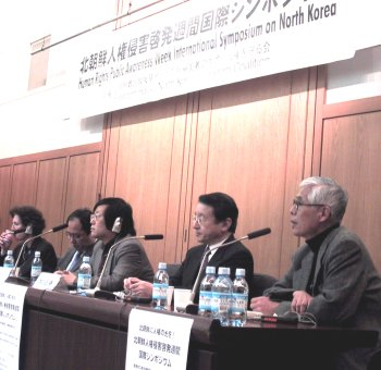 Speakers included LFNKR's Kato Hiroshi (right) and beside him, Diet member Masaharu Nakagawa.